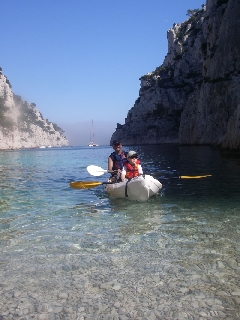 DESTINATION CALANQUES canoe Kayak MARSEILLE et kayak Cassis avec guide et LOCATION KAYAK CASSIS